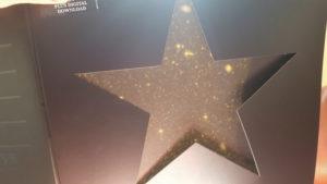 Blackstar di David Bowie, cosa succede se esponete la copertina al sole...